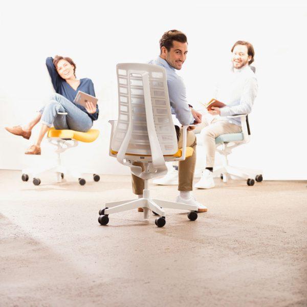 vit ergonomisk kontorsstol